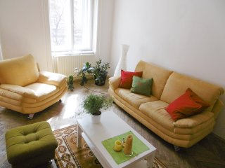 Big Flat in the Historical Area Close to Park 120 sqm