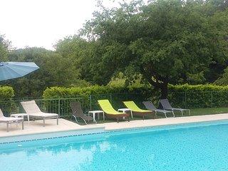 Gite 4-6 pers dans un mas en pierre avec piscine