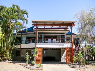 """Top Tier"" - dog friendly holiday let, Urangan"
