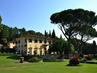 Stunning Historic Villa 20 minutes from Florence