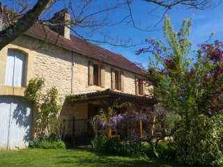 Charming Cottage near Sarlat. Stunning views, enclosed garden, twin verandahs