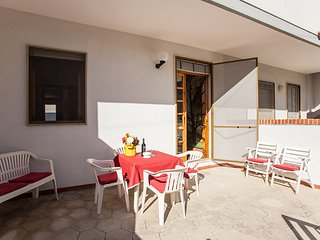 Apartment in Torre Dell'Orso with 2 bathrooms, garden, air conditioning, washing