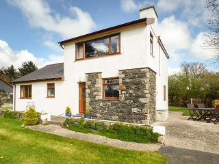 PENMAEN BACH, family friendly, with a garden in Pwllheli, Ref 2948
