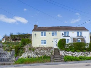 DRIFTERS COTTAGE, quaint, easy access to beaches, WiFi, in Pembrey, Ref 938173