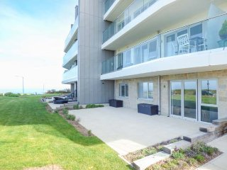 APARTMENT 2, ground floor apartment, luxury accommodation, WiFi, close to