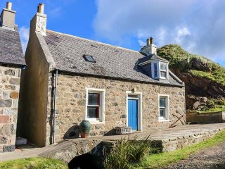 25 CROVIE VILLAGE, traditional cottage, peaceful retreat, woodburning stove
