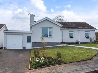 MENAI VIEW, all ground floor, pet-friendly, enclosed garden, nr Beaumaris, Ref 9