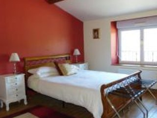 LE GRAND CHEMIN Bed and Breakfast - The Burgundy Room