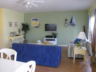 Spacious 4 Bedroom Townhome 1 Block to Beach/Boardwalk