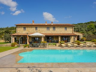 Cortona - Ideal for Couples and Families, Beautiful Pool and Beach