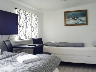 Two bed - Room 5 min from Airport, with shared bathroom at Guesthouse Anna