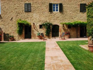 Valente - Ideal for Couples and Families, Beautiful Pool and Beach, Montalcino