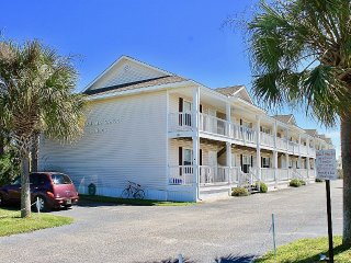 Family friendly, cozy condo, great for long weekend events, Gulf Shores