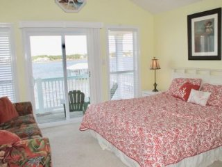 Lagoon side, water front house with beautiful views. GREAT PRICE!