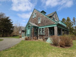 CHARMING,WATERFRONT VINEYARD CLASSIC w/COVERED PORCH, Vineyard Haven