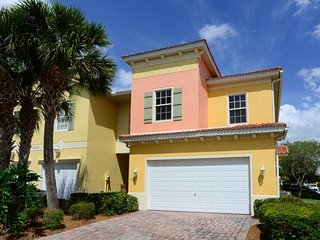 Family-friendly townhouse w/ shared pool & entertainment - close to golf & beach