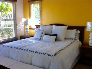 Cozy Villa With Lake and Ocean View. Steps Away from the Beach in Palmas del Mar
