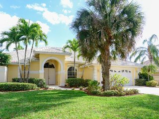 Florida home near golfing surrounded by ponds & foliage - snowbirds welcome!