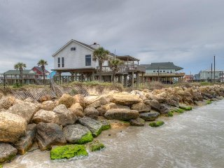 Oceanfront and dog-friendly cottage with sweeping views and prime location!