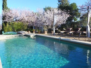air conditioned cottage+pool st remy provence