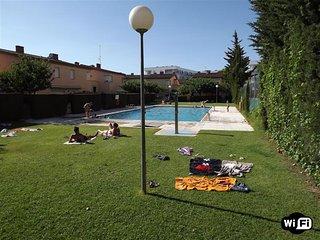 PE24 - Casa adosada con piscina comunitaria para 8