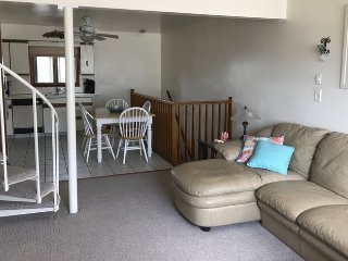 Sea Isle City~~3BR~2 Bath~3 Floor Townhome with garage~1.5 Block from beach