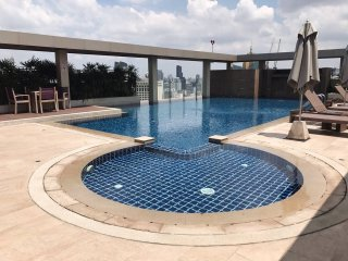 2BEDROOMS☆350m to BTS ASOKE+MRT Sukhumvit☆POOL☆GYM☆Terminal21☆Full kitchen