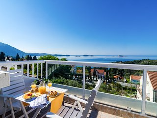 Apartment Knego-Two Bedroom Apartment with Balcony and Sea View
