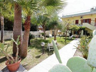 RE SOLE Case Vacanze Avola, Sicilia-Appartamento NETTUNO in villa con giardino