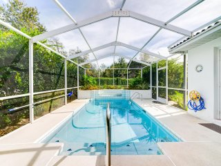 POOL-2 BEDROOM (WITH DEN), 2 BATH SLEEPS 6