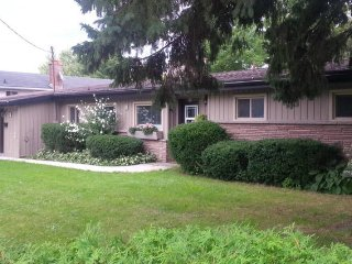 Newly renovated bungalow I convenient location, Kitchener