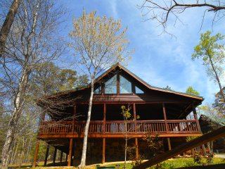 LUXURY CABIN Pool, GameRoom, Hot Tub, Wifi, close to Attractions & Restaurants