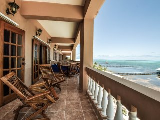 Gorgeous Beachfront 3 BR / 2 BA condo - Hol Chan Reef Resort - 4th floor (4B), San Pedro