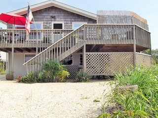 FULL SEASON Beach block, king bed, 5 houses from beach, 30th St Barnegat Light