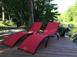 Parks Creek Retreat - 4 season home with Muskoka room, hot tub and yoga studio