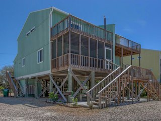 Last Minute August Specials! Home By The Sea- 100 Feet To Beach! Great Rental!