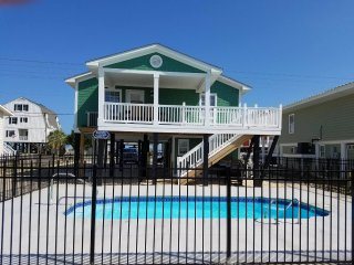 2nd Row Beach House with pool!  Sleeps 8 guests and pets are welcome!, Murrells Inlet
