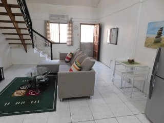 BEST VALUE 6 [Huge Living & Kitchen] Angeles Apart