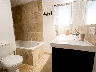 La salle de bain en travertin