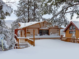 Hilltop Haven:  Family friendly. Pet friendly. Spa. Game room/Bunks. Sleeps 10.