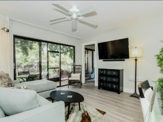 Luxury 2 Bedroom 2 Bath Vacation Condo in Naples Park Shore Resorts. 600NW-F140