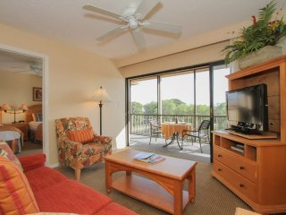 2 Bedroom 2 Bath Naples Park Shore Resort Condo with Water View. 600NW-J455