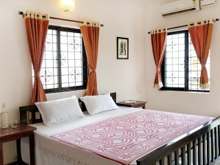 Stylish AC 2 Bedroom Apartment near Anjuna