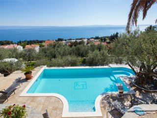 Luxury seaview villa with 3 rooms in Split, with private pool, enclosed garden