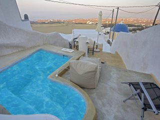 Santorini Island Fira Caves Sleeps 4/6