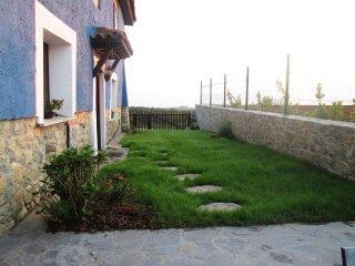Casa con vistas al mar y a los Picos de Europa y a 900 m de la playa