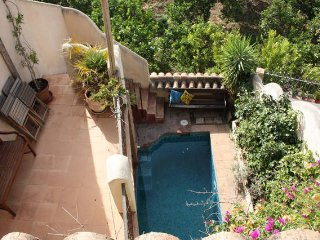 Traditional village house with pool, patio, wifi and terraces, Saleres