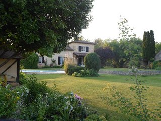 Delightful Dordogne Self-Catering Cottage Exclusively for Adults, 2 pools