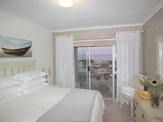 Amazing sea-views and direct access to beach