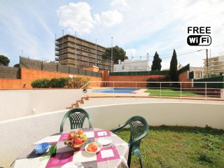 Apartment with terrace and pool, in 450 m from the beach